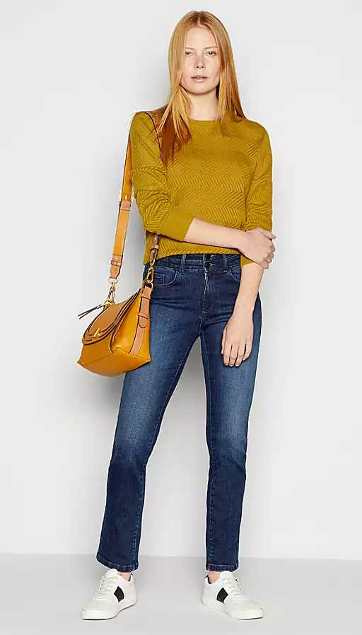 Double button high waist Mom jeans with lots of support and stretch